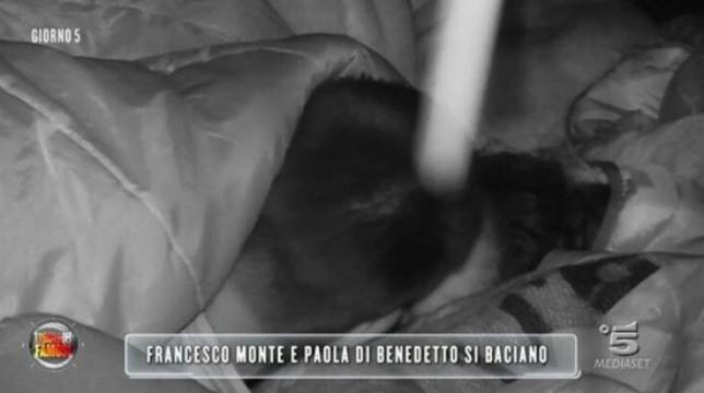 Isola dei Famosi 2018: il primo bacio tra Francesco Monte e Paola Di Benedetto