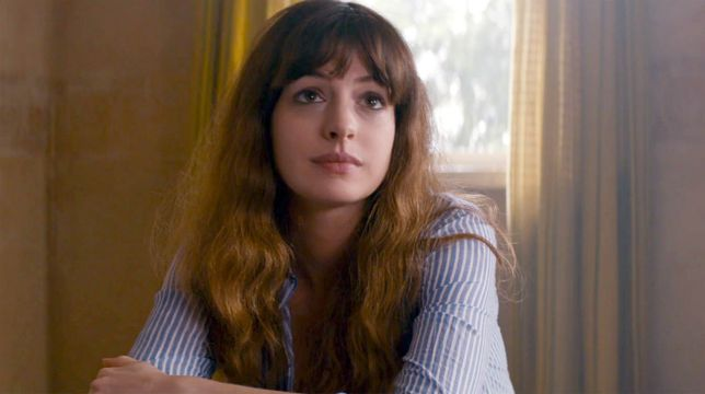 Anne Hathaway nei panni di una giornalista in The Last Thing He Wanted