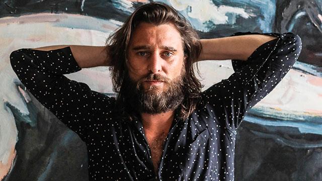 Nic Cester, una delle voci più potenti del rock, pubblica il primo video delle Milano Street Session