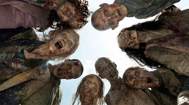 The Walking Dead 8: Primo nudo integrale per uno zombie