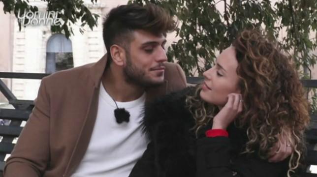 Uomini e Donne, trono classico: Sara Affi Fella bacia Luigi Mastroianni