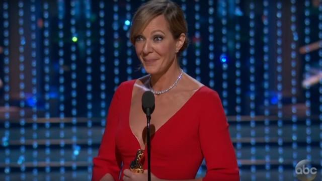 Allison Janney vince l'Oscar e ringrazia… se stessa