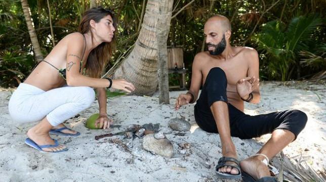 """Isola dei Famosi 2018, Jonathan si scaglia contro Bianca: """"Non sei una bambina, devi fare delle scelte"""""""