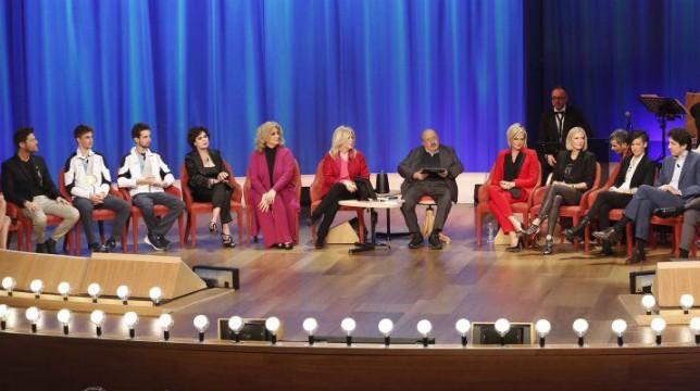 Maurizio Costanzo Show: tra gli ospiti di stasera Katherine Kelly Lang e Simona Ventura