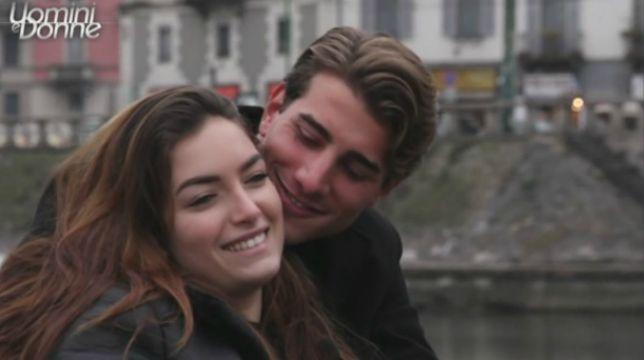 Uomini e Donne, oggi, lunedì 9 aprile, colpi di scena: Nilufar bacia Nicolò e Sara bacia Luigi