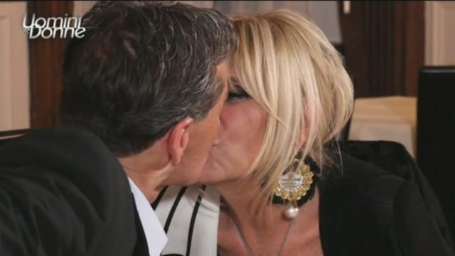 Uomini e Donne, oggi, giovedì 3 maggio, in onda l'over: Marco si sta innamorando di Gemma
