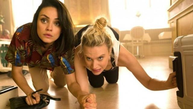 Il tuo ex non muore mai: Mila Kunis e Kate McKinnon nello scatenato trailer originale del film