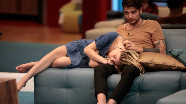 "Grande Fratello 2018, Luigi Mario Favoloso prova a baciare Mariana Falace e poi dichiara: ""Amo ancora Nina Moric"""