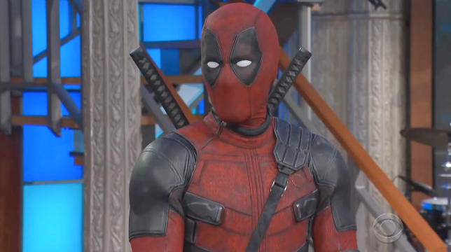Deadpool irrompe in un talk show e parla male di Ryan Reynolds