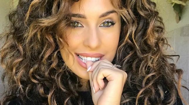 """Uomini e Donne, Sara Affi Fella dichiara: """"L'amore non si dimostra sui social ma dai sorrisi di una donna"""""""