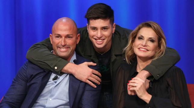 """Ferito il figlio di Stefano Bettarini e Simona Ventura, le parole della presentatrice: """"Niccolò si sta riprendendo, è vivo per miracolo"""""""