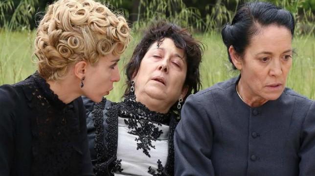 Una Vita Anticipazioni Spagnole: Cayetana sequestra Ursula dopo aver ucciso Tirso