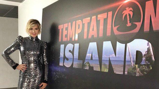 """Temptation Island VIP, a condurlo sarà Simona Ventura: """"Non vedo l'ora"""""""