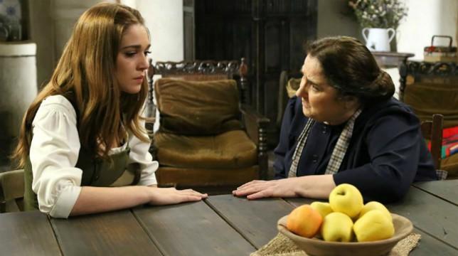 Il Segreto Anticipazioni del 23 agosto 2018: Consuelo cerca di convincere la nipote a non fidarsi di Ignacio