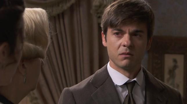 Una Vita Anticipazioni 25 agosto 2018: Simon, infuriato con Arturo, lo aggredisce