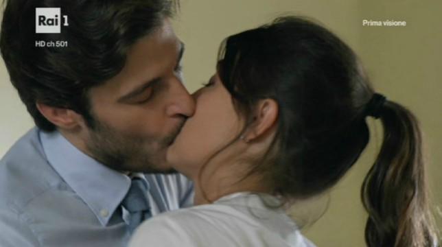 Alice e Claudio bacio