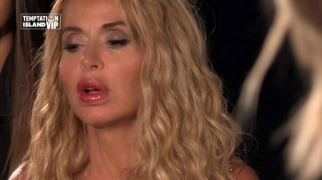 """Temptation Island Vip, Valeria Marini in crisi: """"Il rapporto con Patrick mi sta uccidendo"""""""