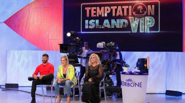 Uomini e Donne: in onda oggi, giovedì 11 ottobre, la puntata speciale dedicata alle coppie di Temptation Island Vip
