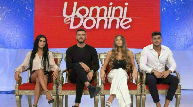 """Uomini e Donne, anticipazioni classico, Mara Fasone confessa: """"La mia famiglia mi spinge verso il mio ex"""""""