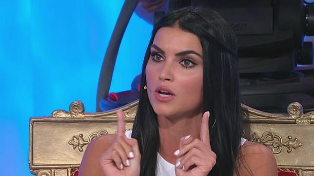 Uomini e Donne in onda oggi, giovedì 18 ottobre, il trono classico: Mara Fasone in lacrime, Teresa Langella elimina Federico Rubini