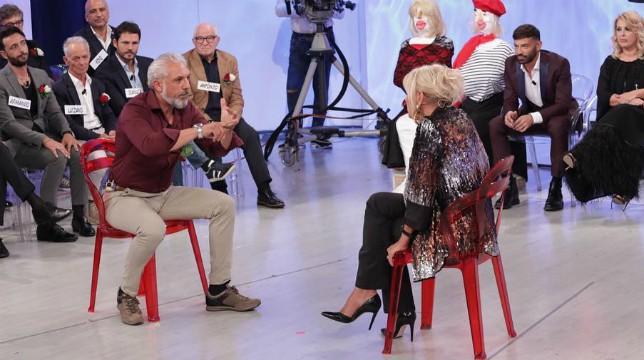 Uomini e Donne in onda oggi, lunedì 19 novembre, il trono over: duro scontro tra Gemma e Rocco