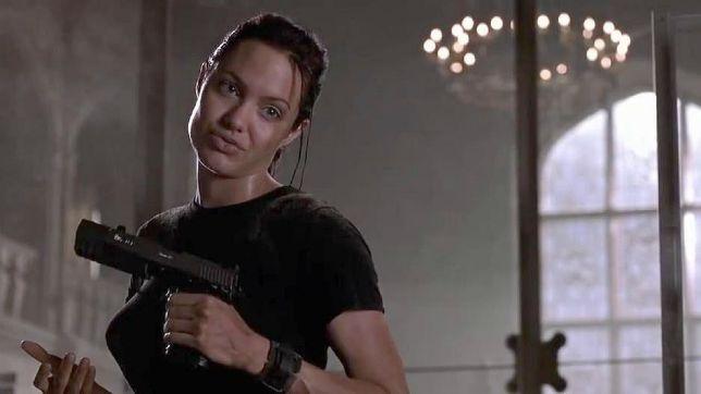 Lara Croft – Tomb Raider: il film con Angelina Jolie stasera su Rai 4