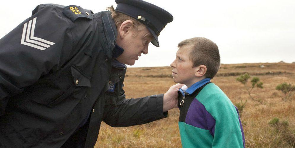 Un poliziotto da Happy Hour: il thriller ironico stasera su Italia 2