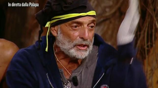 "Isola dei Famosi 2019, Jeremias Rodriguez a Paolo Brosio: ""Falso uomo di fede"""