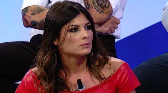 """Uomini e Donne, Giulia Cavaglia su Lorenzo Riccardi: """"L'incoerenza fa parte di lui"""""""