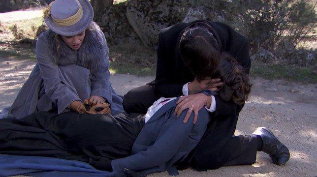 Una Vita Anticipazioni Spagnole: la fuga di Simon ed Elvira e la drammatica fine di Adela