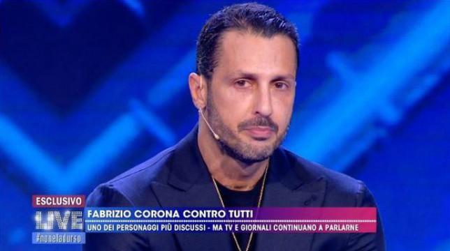 """Live-Non è la D'Urso, Fabrizio Corona chiede perdono in diretta e ammette: """"Asia Argento mi manca"""""""
