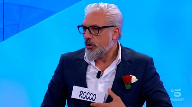 Uomini e Donne, trono over: Rocco Fredella regala lingerie sexy a Gemma