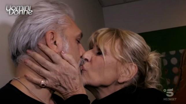 Uomini e Donne, trono over: Rocco fa una sorpresa a Gemma nel Castello