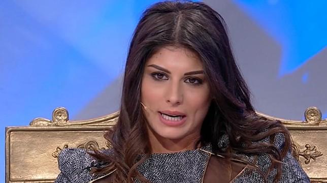 Uomini e Donne, in onda oggi il trono classico: Giulia bacia Manuel