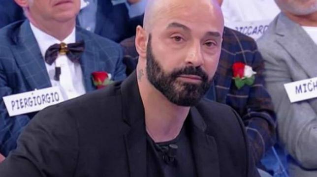 Uomini e Donne, Fabrizio Cilli smascherato e cacciato dal programma: il corteggiatore di Gemma Galgani è fidanzato