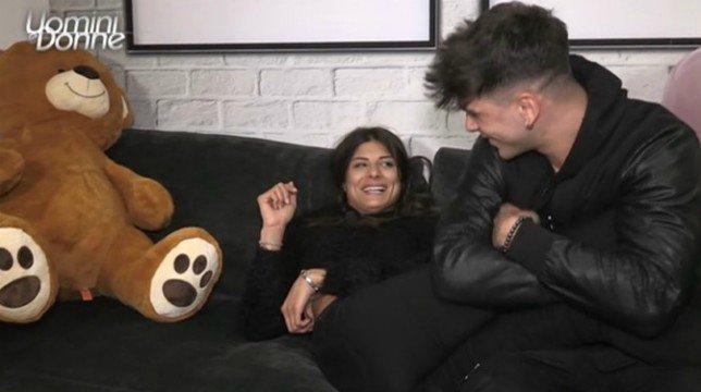 Uomini e Donne, trono classico: Giulia Cavaglia bacia Manuel e prende un'inaspettata decisione