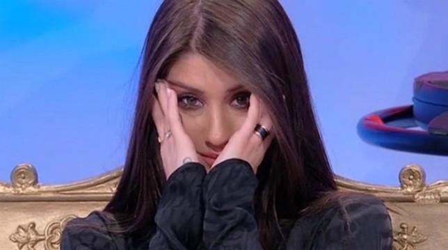 Uomini e Donne, trono classico: in onda oggi, venerdì 17 maggio, Angela disperata per Luca