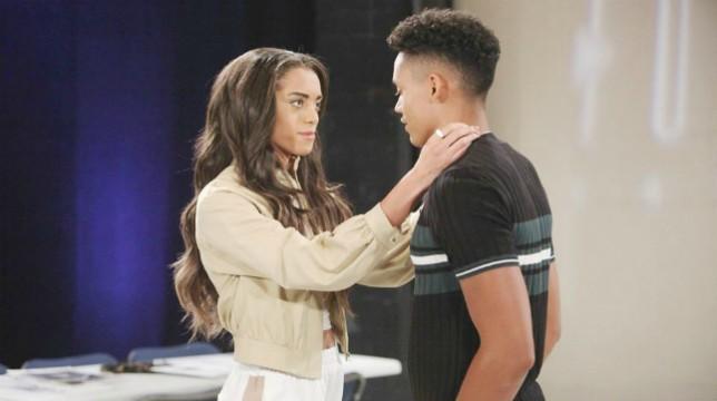 Beautiful Anticipazioni del 26 maggio 2019: scoppia la passione tra Zoe e Xander