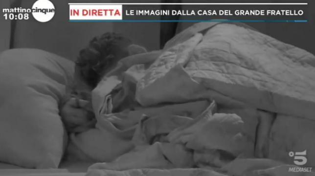 Grande Fratello: il primo rovente bacio tra Francesca De Andrè e Gennaro Lillio, video