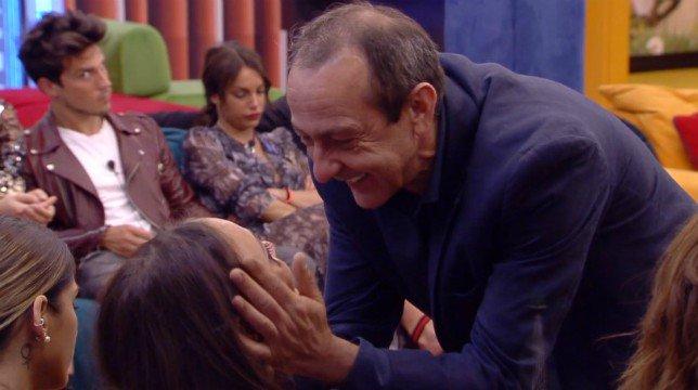 Grande Fratello 2019, Martina Nasoni incontra il padre: frasi shock su Daniele Dal Moro