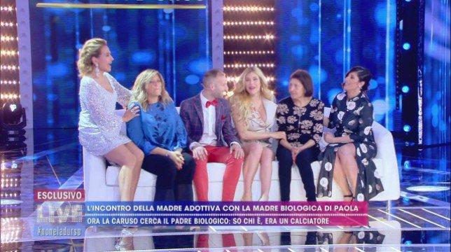 Live – Non è la D'Urso: Paola Caruso ritrova il suo padre biologico