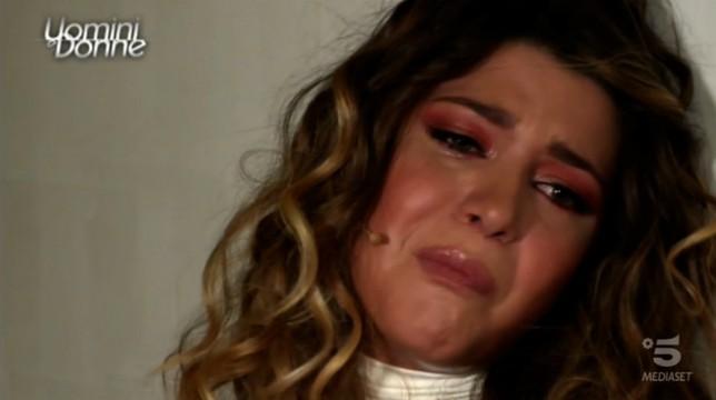 Uomini e Donne, trono classico: Natalia Paragoni piange e si dispera