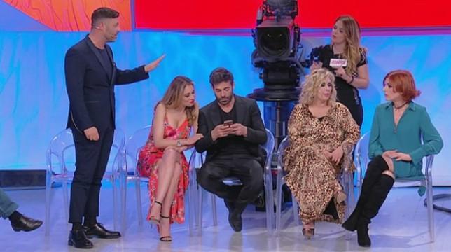 Uomini e Donne, trono over fuori controllo: Pamela prende a schiaffi Stefano, Gemma vittima di Tina