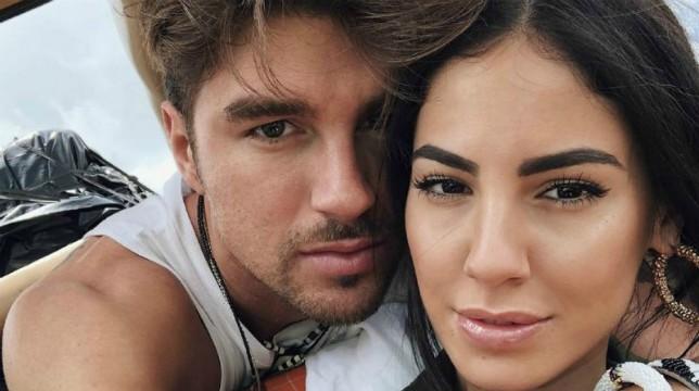 """Uomini e Donne, Giulia De Lellis: """"Avrei sposato Andrea Damante se non fosse finita malissimo"""" e spunta il gesto delle corna"""