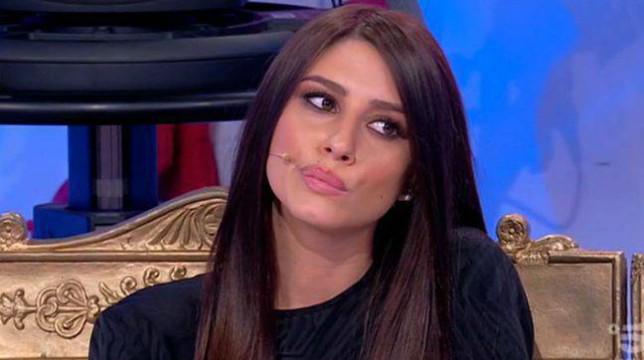"""Uomini e Donne, verità shock su Angela Nasti: """"Si frequenta con un ragazzo da settimane"""""""