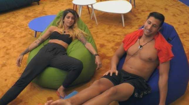 Grande Fratello, scoppia la passione tra Erica e Gianmarco? Il bacio sospetto (foto)