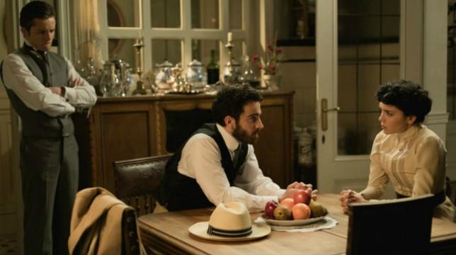 Una Vita Anticipazioni del 24 luglio 2019: Diego sconvolge Blanca riconsegnandole il suo ciondolo