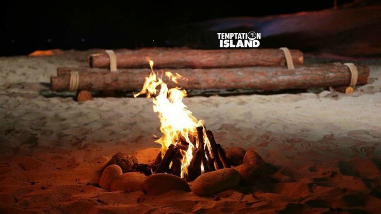 Temptation Island, sesta puntata: i tre incandescenti falò di confronto