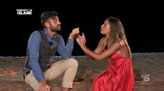Temptation Island, seconda puntata: Nunzia perdona Arcangelo dopo le corna, Jessica alza la gonna per Alessandro