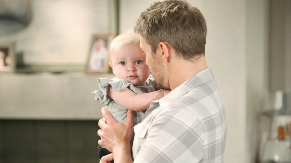 Beautiful Anticipazioni Americane: Douglas insiste nel sostenere che Phoebe sia Beth e Liam decide di indagare